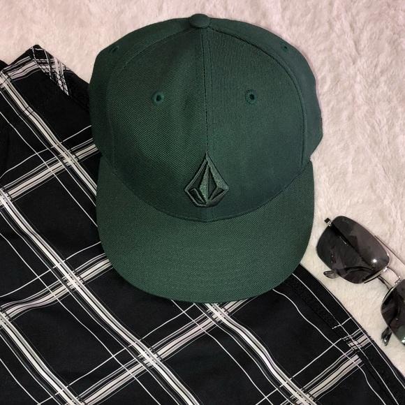 d6a3fd9521d Men s Volcom Flatbill Hat. M 5a53e3a39cc7ef10e601f005
